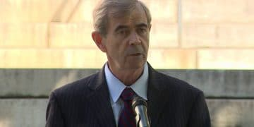 Massachusetts Commonwealth Secretary Suing Robinhood