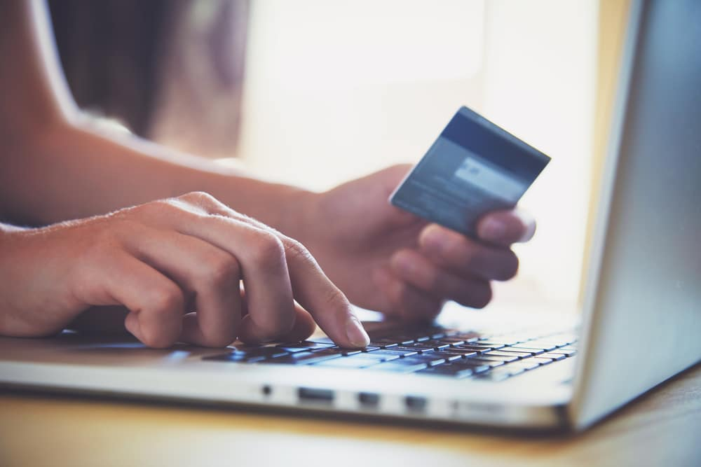 American Credit-Card Balances Drop as Consumers Reduce Spending